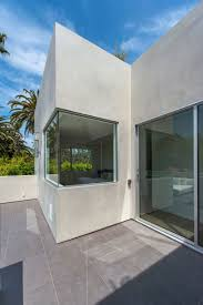Apel Design Vegetation Offering Privacy In Contemporary Modern Mansions