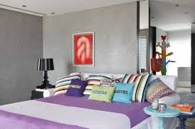 modern bedroom decor colors. colorful bedding sets and striped patters combined with neutral colors, modern bedroom decorating ideas decor colors