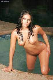 Fully nude raven haired latina Sunny Leone with good boobs and.