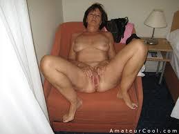 Granny spread hairy pussy