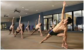 bikram al practic con calor el cuerpo se vuelve flexible un cuerpo flexible es un cuerpo maleable por lo tanto el trabajo es mucho más profundo