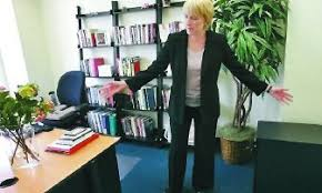 Office furniture for women Shabby Chic Jennifer Selby Long Who Runs Management Consultant Business In San Francisco Struggled To Arcticoceanforever Office Furniture With Female Touch The Spokesmanreview