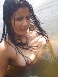 Xxx 85 Barish Mein Bheegi Hui Bhabhi Nude Photos Naked Nangi Porn pics
