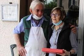 La bottega di Gazzaro chiude dopo 120 anni di attività. Festa per Walter e  Aurelia - Gazzetta di Reggio Reggio