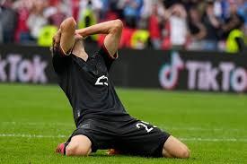 Muller plays as a midfielder or forward. Jtdydkdlhkpy6m