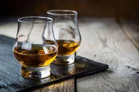 トワイスアップ」はウイスキーの香りを引き立てる飲み方【ウイスキー用語集】|たのしいお酒.jp
