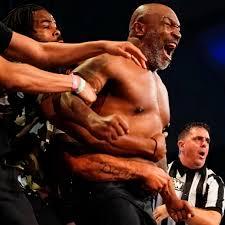 54-летний Тайсон возвращается на ринг. Он покажет мощь в бою против Роя  Джонса: Бокс и ММА: Спорт: Lenta.ru