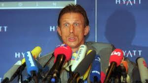 Vor 20 Jahren: Ex-VfB-Coach Christoph Daum von eigener Haarprobe überrascht  - Fussball - SWR Sport