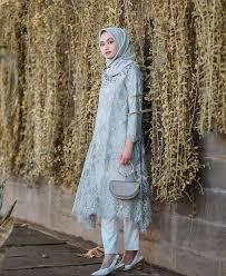 Jual baju seragam perawat & medis model terbaru untuk tampil elegan, modis dan tetap profesional. 17 Inspirasi Baju Bridesmaid Muslimah Yang Modis Dan Elegan Updated 2020 Bukareview