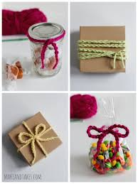 4 Ways to Wrap Chain Stitched Crochet Yarn for Gifts @makeandtakes.com  #crochetaday