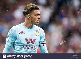 LONDON, ENGLAND - 31. August: Jack Grealish von Aston Villa schaut während  der Premier League Match zwischen Crystal Palace und Aston Villa an der  Selhurst Park am 31. August 2019 in London,