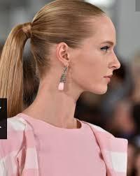 Krátké A Polodlouhé účesy Trendy Střihy Na Vlasy 2019