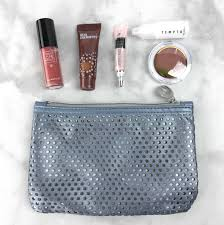 ipsy is a monthly glam bag with deluxe sles and full sized beauty s upon subscribing you will have to answer a short quiz to customize your own