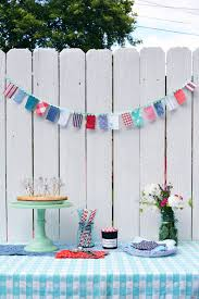 Fabric banners diy Party Homedit Diy Red White And Blue Fabric Garland