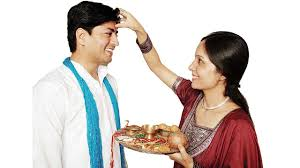 Raksha Bandhan: Know the astrological significance behind special threads
