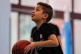 Gli alunni della 4ªC giocano con Gianluca Gazzoli e tre giocatori della  Nazionale di Basket