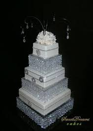 i tags chandelier cake stand