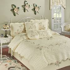 southern belle embroidered magnolia floral  pc quilt set