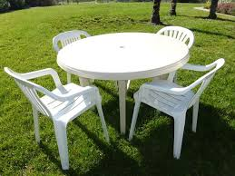 round plastic patio table and chairs home design round resin patio table with umbrella hole