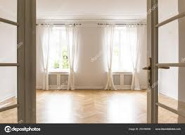 Lege Heldere Woonkamer Interieur Met Gordijnen Windows Houten Vloer