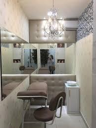 A distribuição espacial é o mais importante na decoração, não deixe os ambientes da sua clínica muito cheios nem muito vazios. Sala De Estetica Micropigmentacao Homify