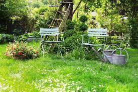 Сад в стиле русской усадьбы Для сада в русском стиле естественно разумное сочетание красоты и практичности