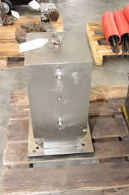 machining center pallet. vertical pallet for machining center i_02736679