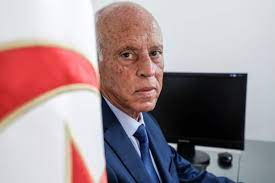 تزوج من قاضية وأنجب منها 3 أولاد ودرس القانون ولقب بـ روبكوب.. قصة الرئيس  التونسي قيس سعيد