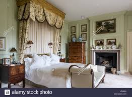 Gilt canopy above bed with Oakham silk drapes by Colefax & Fowler ...