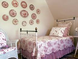 Pink Shabby Chic Small Bedroom With Beauty Wall Decor Accessories (Image 8  of 20)