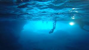 photo blue room underwater