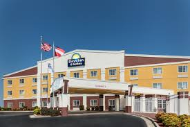 garden city ga hotels. Exterior Of Days Inn \u0026 Suites By Wyndham Union City Hotel In City, Georgia Garden Ga Hotels