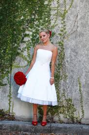 Like This Look Short Wedding Dress With Red Shoes And Red