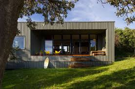 built as a holiday home by mrtn architects the new zealand housing allows its occupants