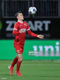 Peer Koopmeiners of Jong AZ controls the ball during the Dutch Keuken...  Nachrichtenfoto - Getty Images