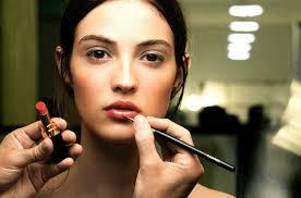 Hasil gambar untuk Mencampur lipstick