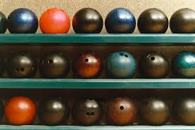 How To Choose The Right Bowling Ball
