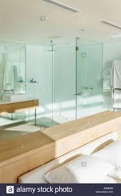 Sonne Im Schlafzimmer Mit Bad En Suite Stockfoto Bild 71134898 Alamy