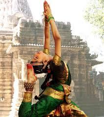 bharatanatyam 1st experienced this beautiful dance performed by a friend naina michaud incredible