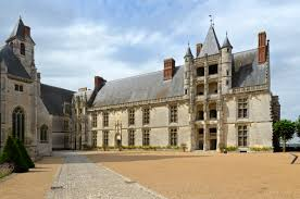 pencey prep school file chateaudun chateau cour 01 jpg wikimedia commons