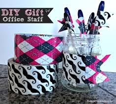 diy office gifts. DIY Pen Flags {Back To School} | This Makes A Great Teacher Gift Or Diy Office Gifts