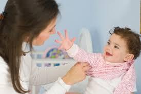 Chia sẻ mẹo giữ ấm cho bé vào mùa đông lạnh giá.