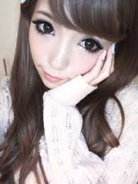 liking the diffe coloured nails the look lovely with the white jumper gyaru fashion