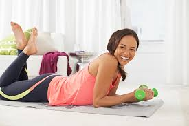 workout apps woman on yoga mat weight lifting