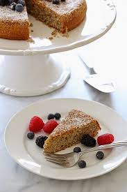5 Ingre nt Almond Cake with Fresh Berries