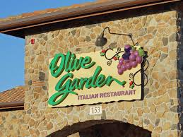 Olive Garden Kitchen Secrets People Hate Olive Gardens New Logo Business Insider