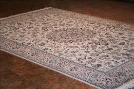 319 nain rugs this traditional rug is approx imately 6 feet 7 inch x 9