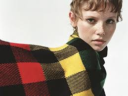 Sweater with <b>diamond pattern</b>