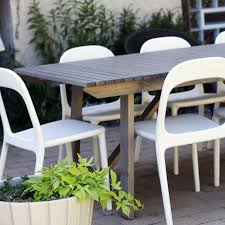 IKEA SUNDER– gray wood outdoor dining table urban chairs in white