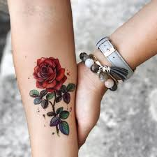 фото тату роза на руке